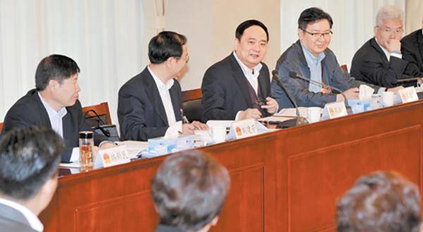 邓沛然参加新华区和桥西区代表团审议