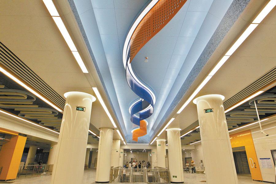 地铁2号线北国商城站常规设备安装基本完成,正在进行最后收尾工